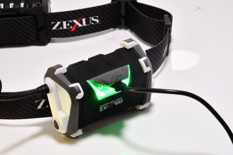 ZXR-700背面 充電時の様子