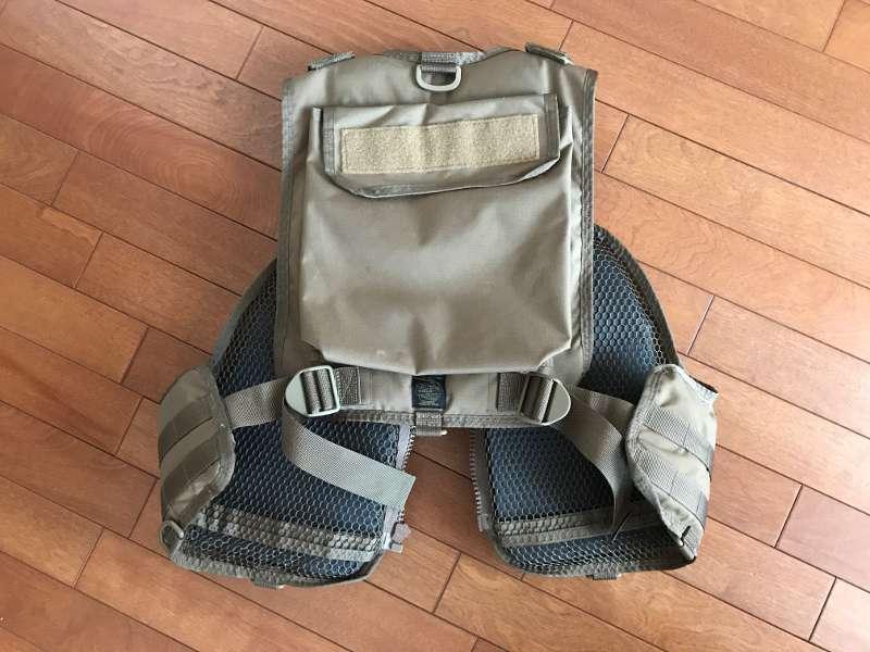 サブロック v-one vest:後ろから