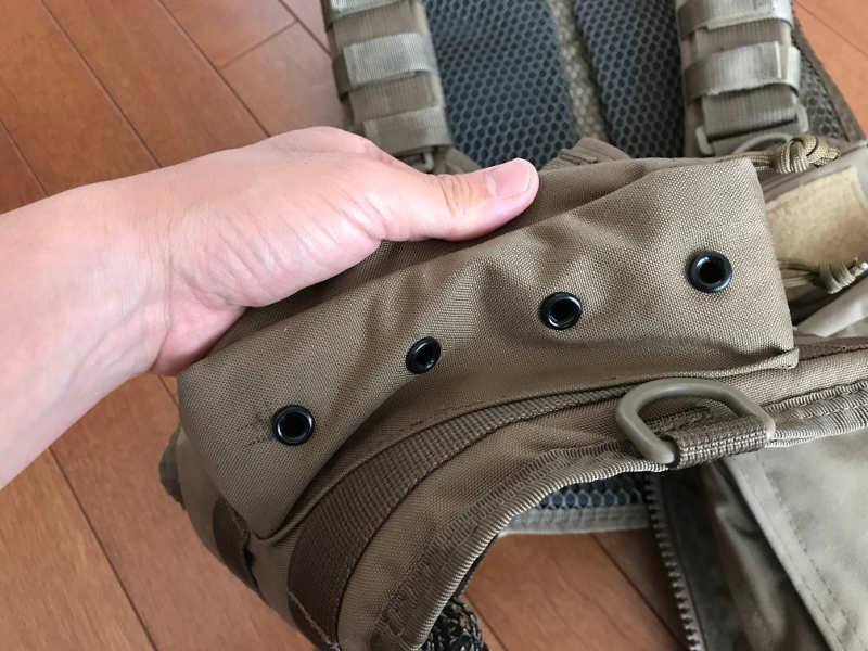 サブロック v-one vest:大ポケット下部にある水抜き穴
