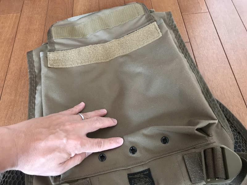 サブロック v-one vest:背面ポケットと水抜き穴