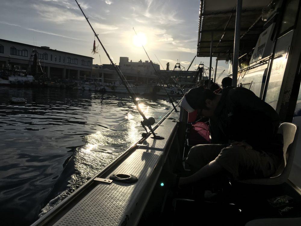 出船前:船タコの仕掛けを準備