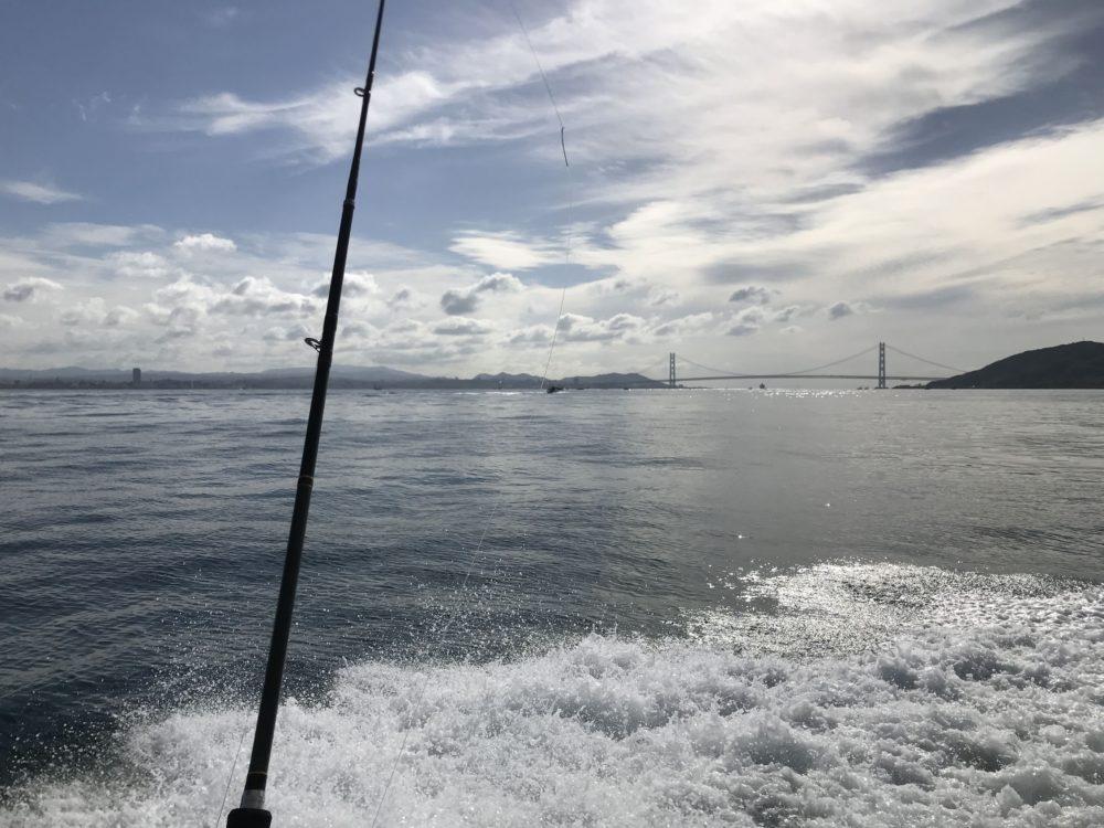 明石海峡大橋を望みながらタコ釣り