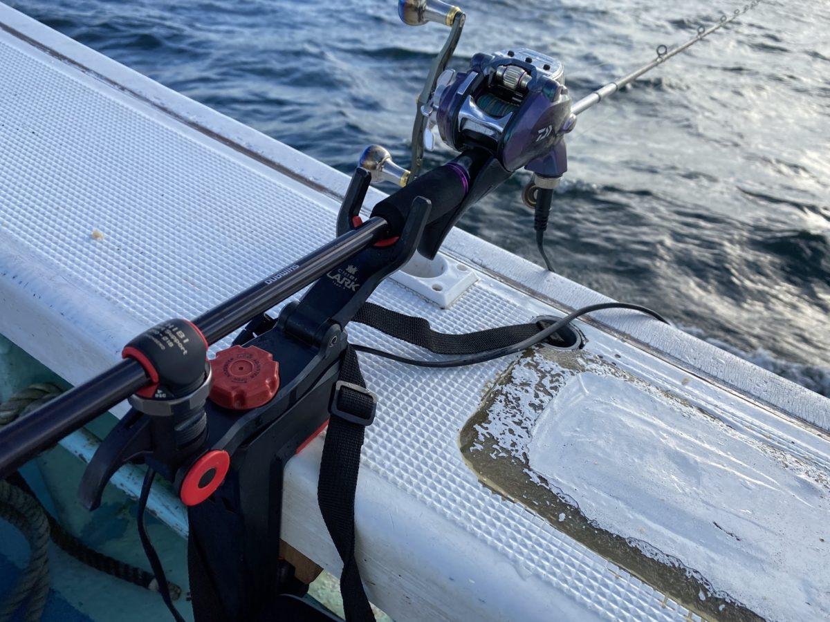 船釣りには竿受けが便利